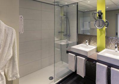 MERCURE HOTEL GRONINGEN MARTINIPLAZA Badkamer suite