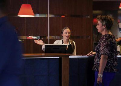 MERCURE HOTEL GRONINGEN MARTINIPLAZA - Rezeption